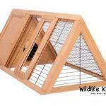 La caseta para conejos medianos Wildlife Kingdom, posee dos espacios