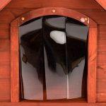 La caseta para perros medianos Spike Confort, tiene una puerta plástica que ofrece privacidad a tu mascota