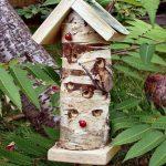 los pequeños huecos de la caseta para mariquitas pequeñas Wildlife World son perfectos para mariquitas