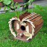 La caseta para pájaros pequeña Kingfisher tiene forma de corazón