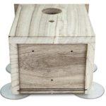 La caseta para pájaros pequeños Petsn 'all tiene orificios para drenar el agua