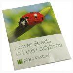 La caseta para mariquitas Plant Theatre icluye semillas para atraer a estos insectos